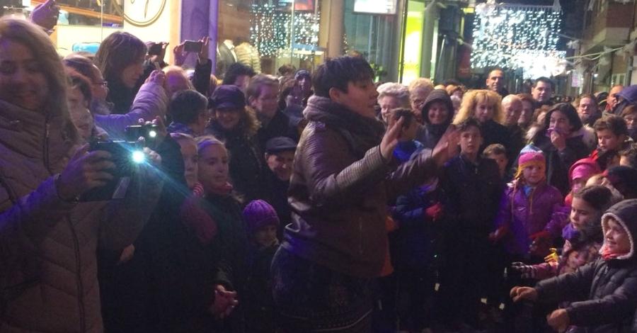 S'encenen els llums de Nadal als carrers d'Amposta