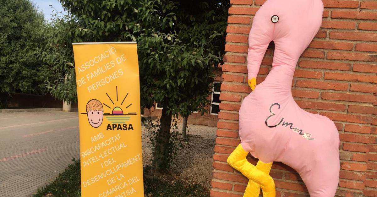APASA confecciona llibretes i imants solidaris amb el projecte Emma