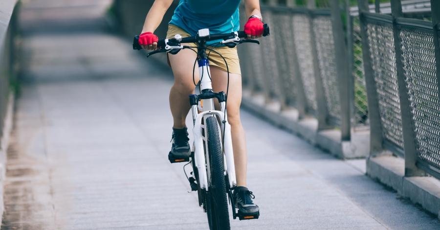 Trànsit endega una campanya preventiva de conductes i factors de risc de ciclistes en via urbana