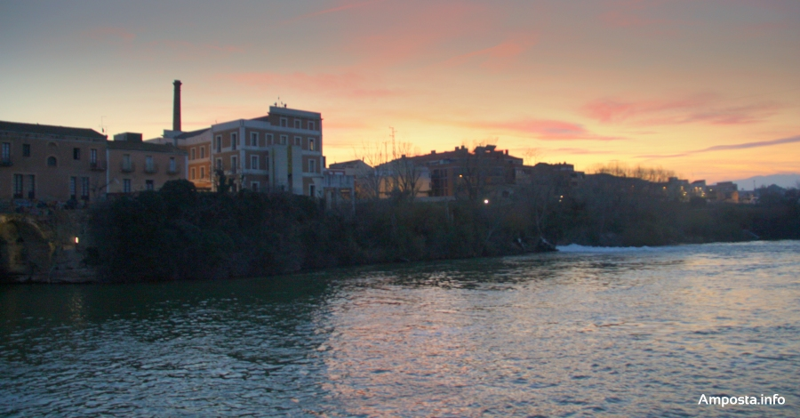 Amposta estrena la il·luminació de la renovada façana fluvial | Amposta.info