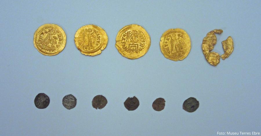 Es dipositen al Museu de les Terres de l'Ebre monedes visigodes trobades a les Tres Cales
