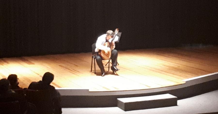Recital de guitarra solidari a càrrec de Ferran Talarn