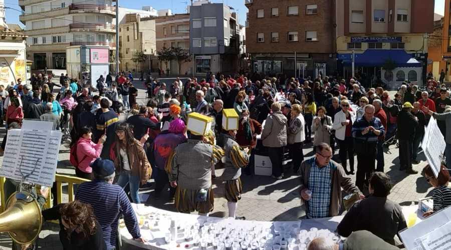El carnaval omple els carrers d'Amposta de disfresses
