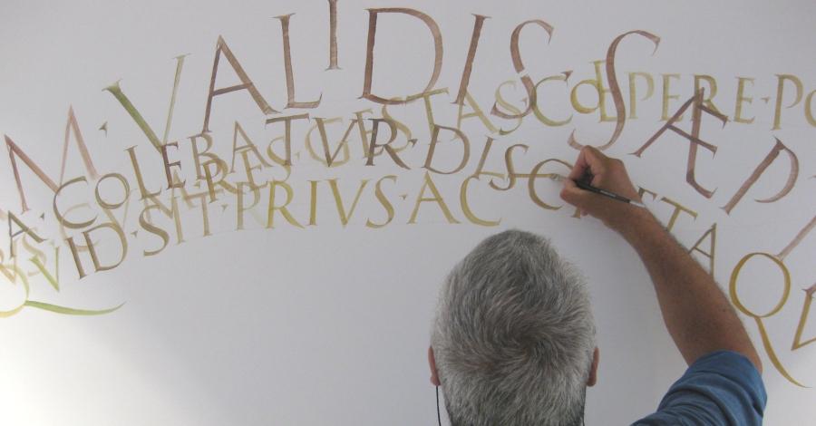 Taller de cal·ligrafia romana a càrrec Keith Adams