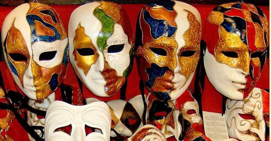 Laboratori d'Idees: taller de manualitats en família. Ball de màscares, viatgem a Venècia